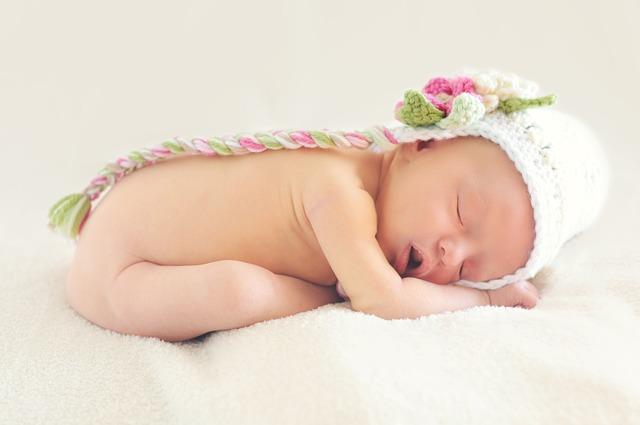 Wymioty u niemowlęcia - kiedy powinny budzić niepokój?